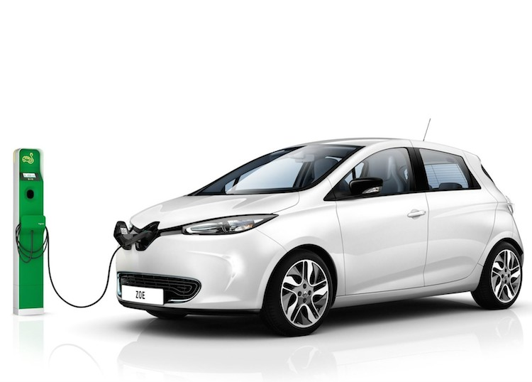 The 250,000th owner is Yves Nivelle, a computer engineer, who traded in his 21-year-old diesel car for the subcompact Renault ZOE REVISTA AUTO MOTORES INFORMA